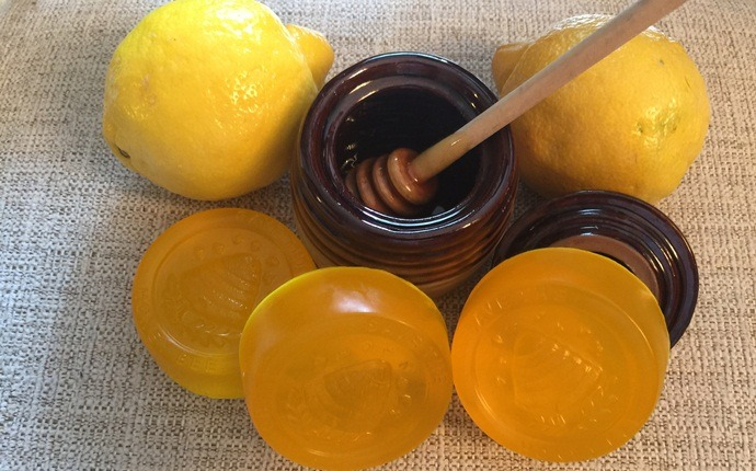lemon for acne scars - lemon mask with honey and olive oil