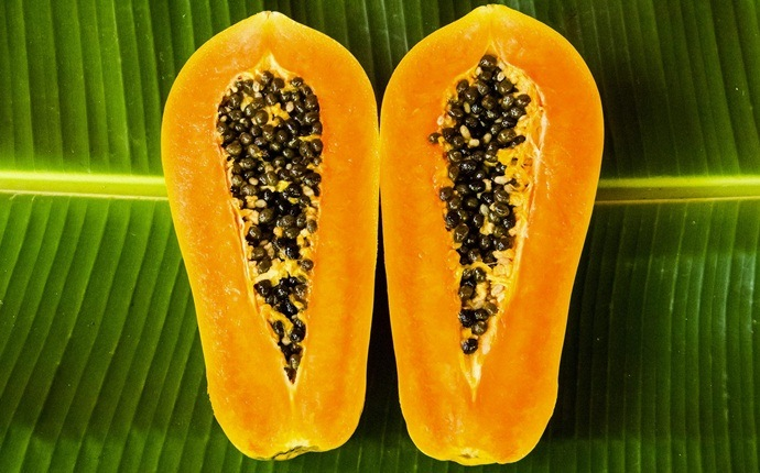 skin tightening face pack - papaya and rice flour pack