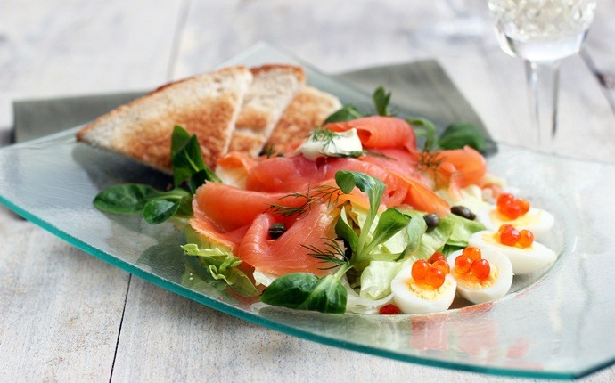low calorie diet for weight loss - salmon salad