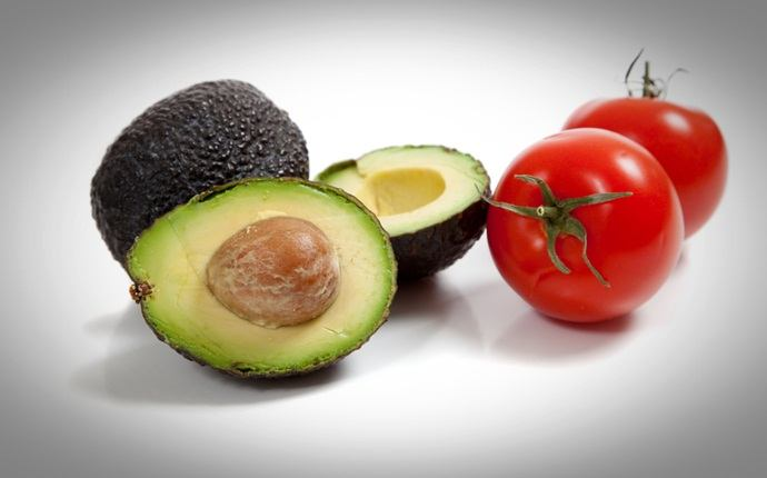 face pack for sensitive skin - avocado and tomato face pack