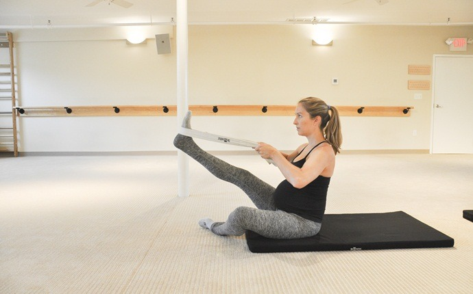 abdominal exercises during pregnancy - sitting knee lift