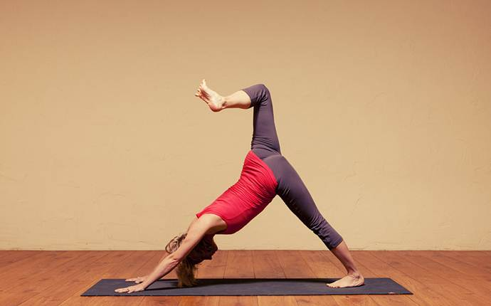 yoga poses for sciatica - the knee raise