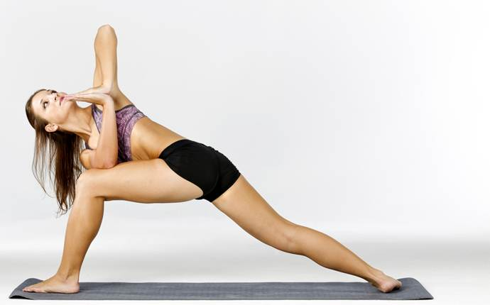 yoga poses for sciatica - the twisted lunge