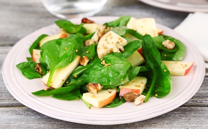 healthy apple recipes - apple-spinach chicken