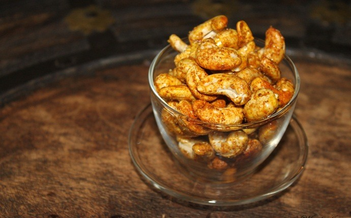 paleo snack recipes - curried cashews