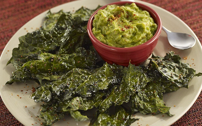 paleo snack recipes - quick and easy kale chips
