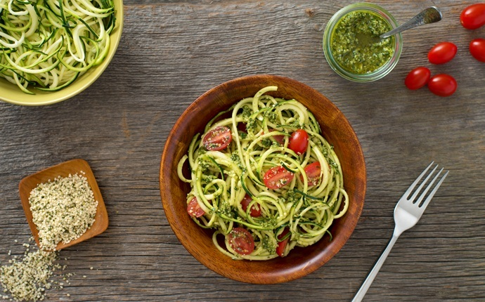 healthy zucchini recipes - grilled zucchini and parmesan pesto