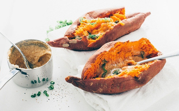 sweet potato recipes - roasted sweet potatoes with maple butter