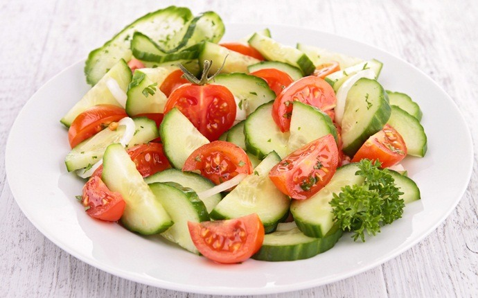 paleo salad recipes - tomato and cucumber salad