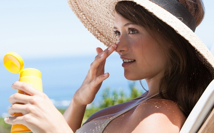 how to prevent heat stroke - use sunscreen daily
