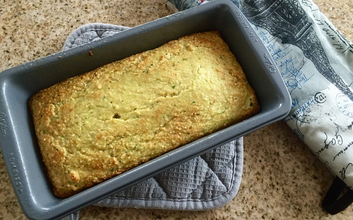 paleo breakfast recipes - almond zucchini bread