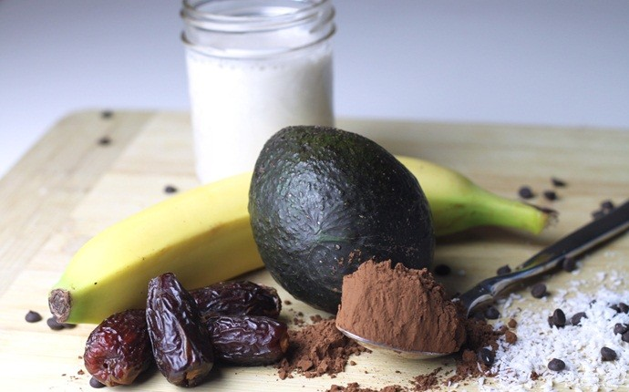 paleo breakfast recipes - avocado banana smoothie