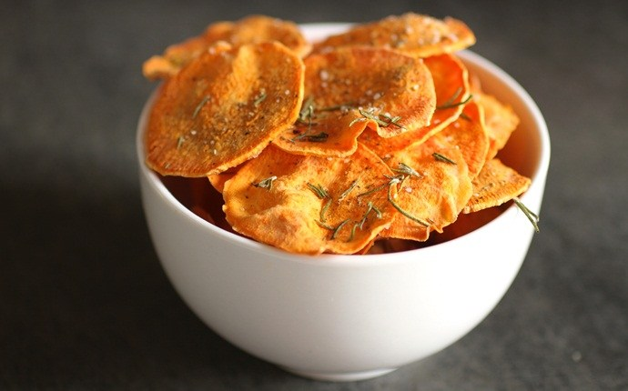low calorie appetizers - baked potato chips recipe