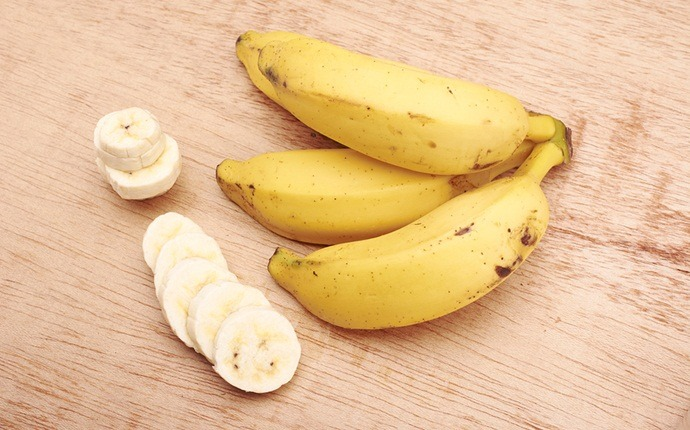 home remedies to get straight hair - banana hair mask