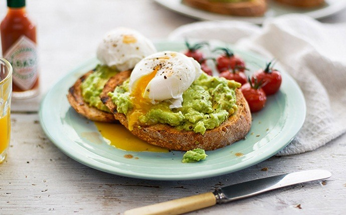 paleo breakfast recipes - egg in an avocado