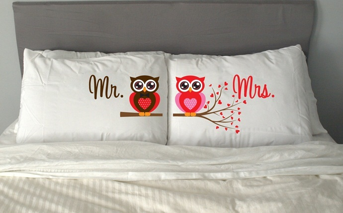 2nd wedding anniversary gift ideas - pillow & 9 2nd Wedding Anniversary Gift Ideas For Wife u0026 Husband