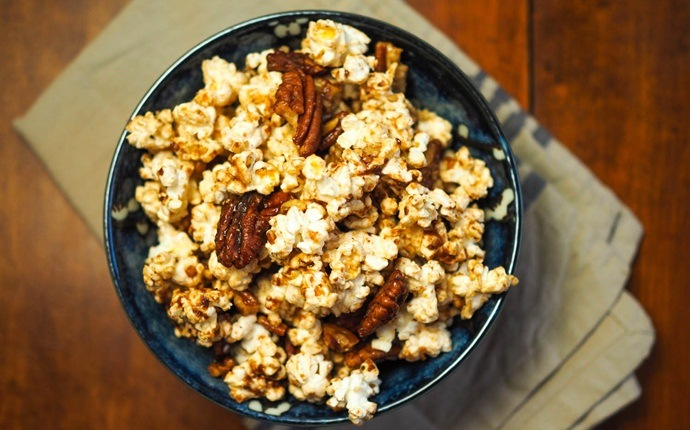 christmas recipes for kids - popcorn brittle