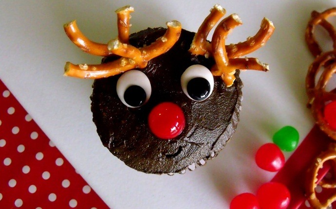 christmas recipes for kids - rudolph cupcakes