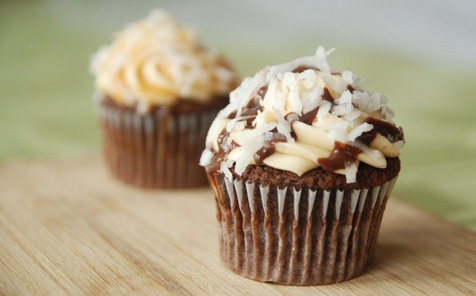 cupcake recipes for kids - salted caramel plus almond cupcake
