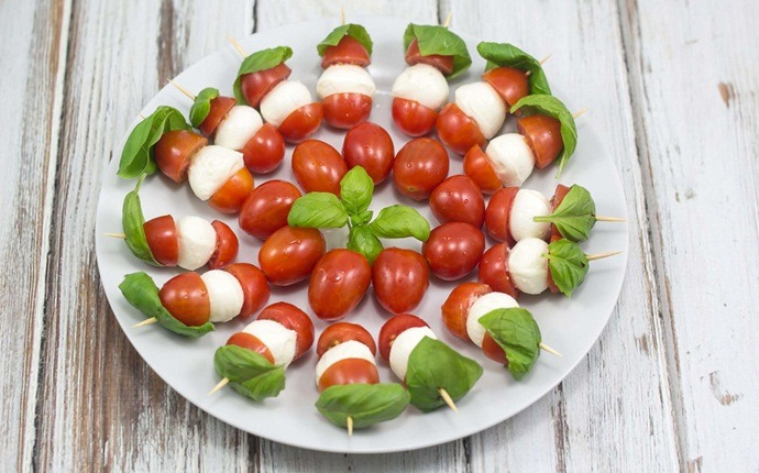low calorie appetizers - tomato-basil skewers