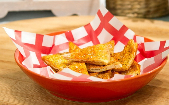 low calorie appetizers - warm red lentil dal with pita chips