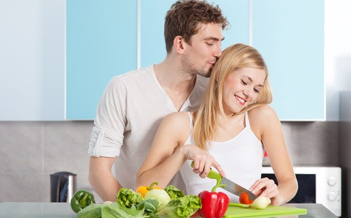 things to do with boyfriend at home - cook together