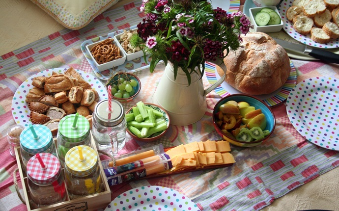 things to do with boyfriend at home - have an indoor picnic