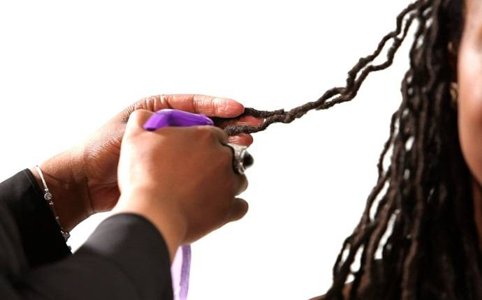 how to maintain dreadlocks - use rubber bands