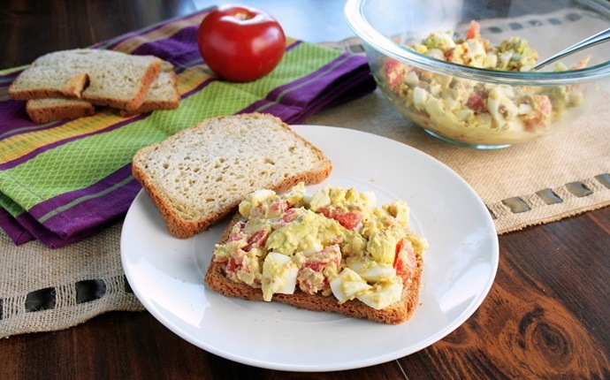 egg salad recipes - bacon-egg loaded salad