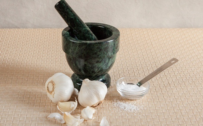 home remedies for lung congestion - use garlic