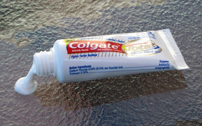 treatment for yellow jacket sting - white toothpaste