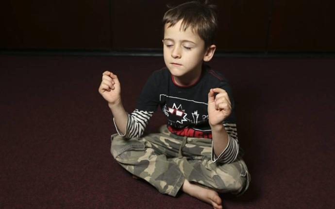 yoga for kid - kite pose