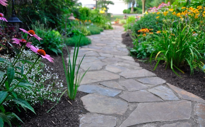 small garden design ideas - pathway garden