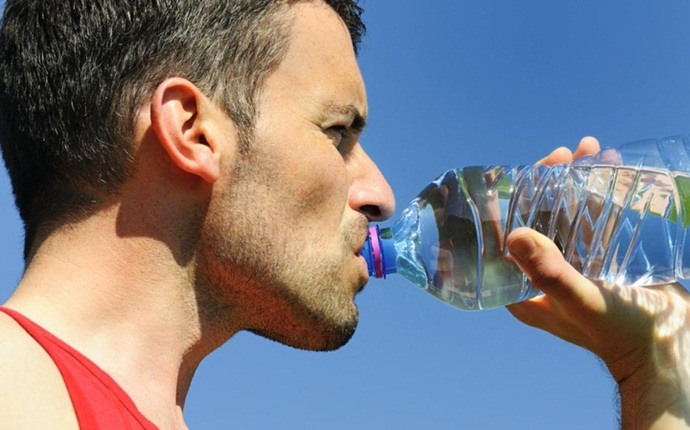 muscle recovery drinks - water